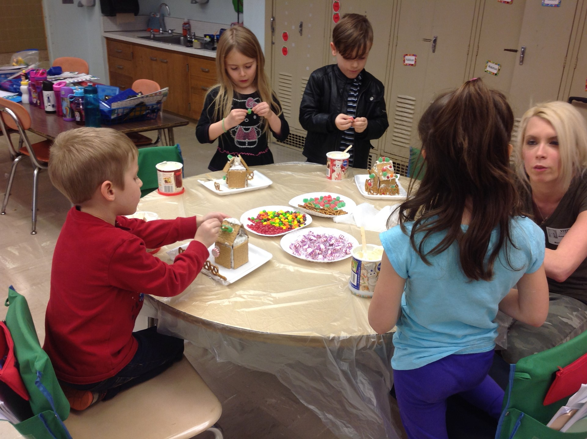 Kindergarten makes Gingerbread Houses