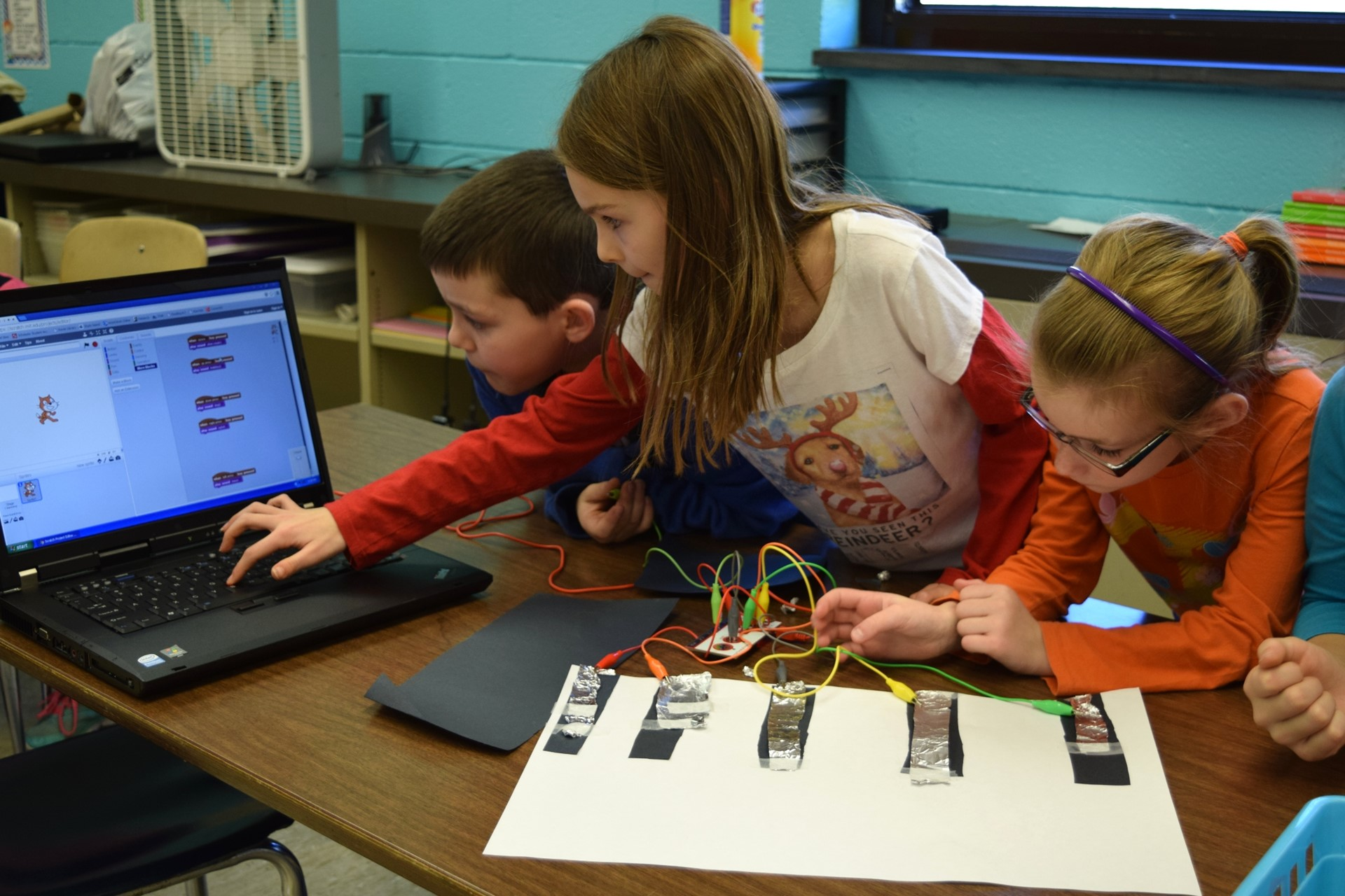 Students use MaKey MaKey to turn everyday objects into musical instruments.