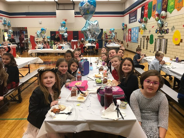 1st Grade - Winter Dress Up lunch