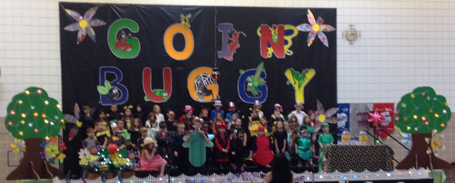 "1A and 1D perform in ""Goin Buggy""!"