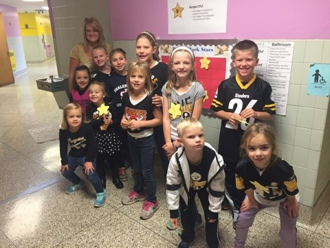 """Rogers students wear team colors during """"No Name Calling Week"""""""