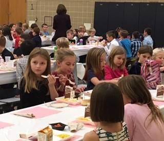 2nd-grade-using-good-manners-during-lunch