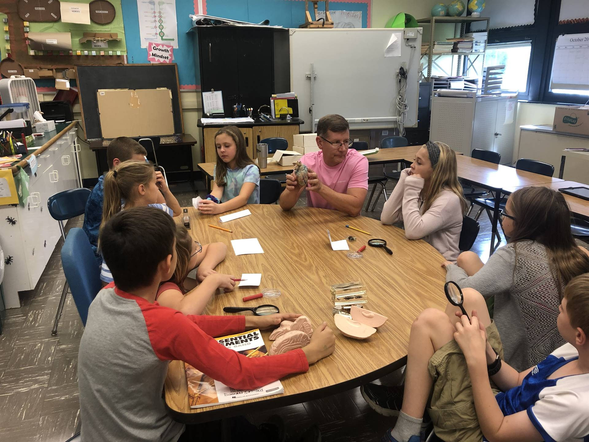 5th grade students discussing artifacts