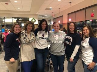 6 teachers volunteering at Chick fil a Spirit Night.