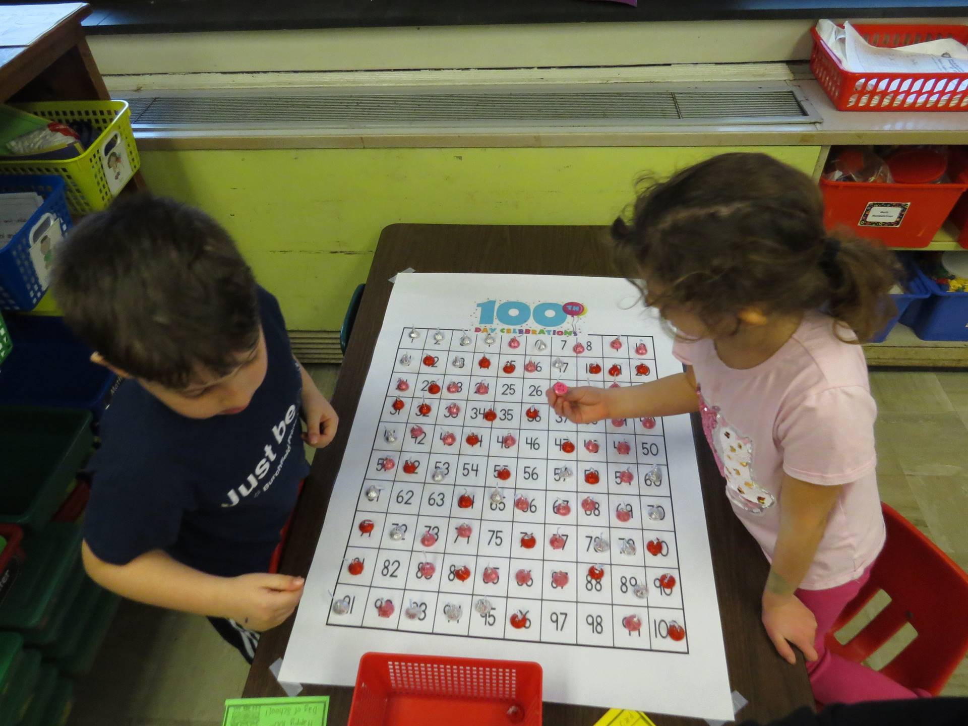 Kindergarten-celebrates-the-100th-day-of-school