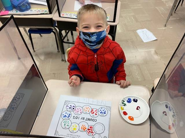 Kindergarten student celebrates 100th day of school