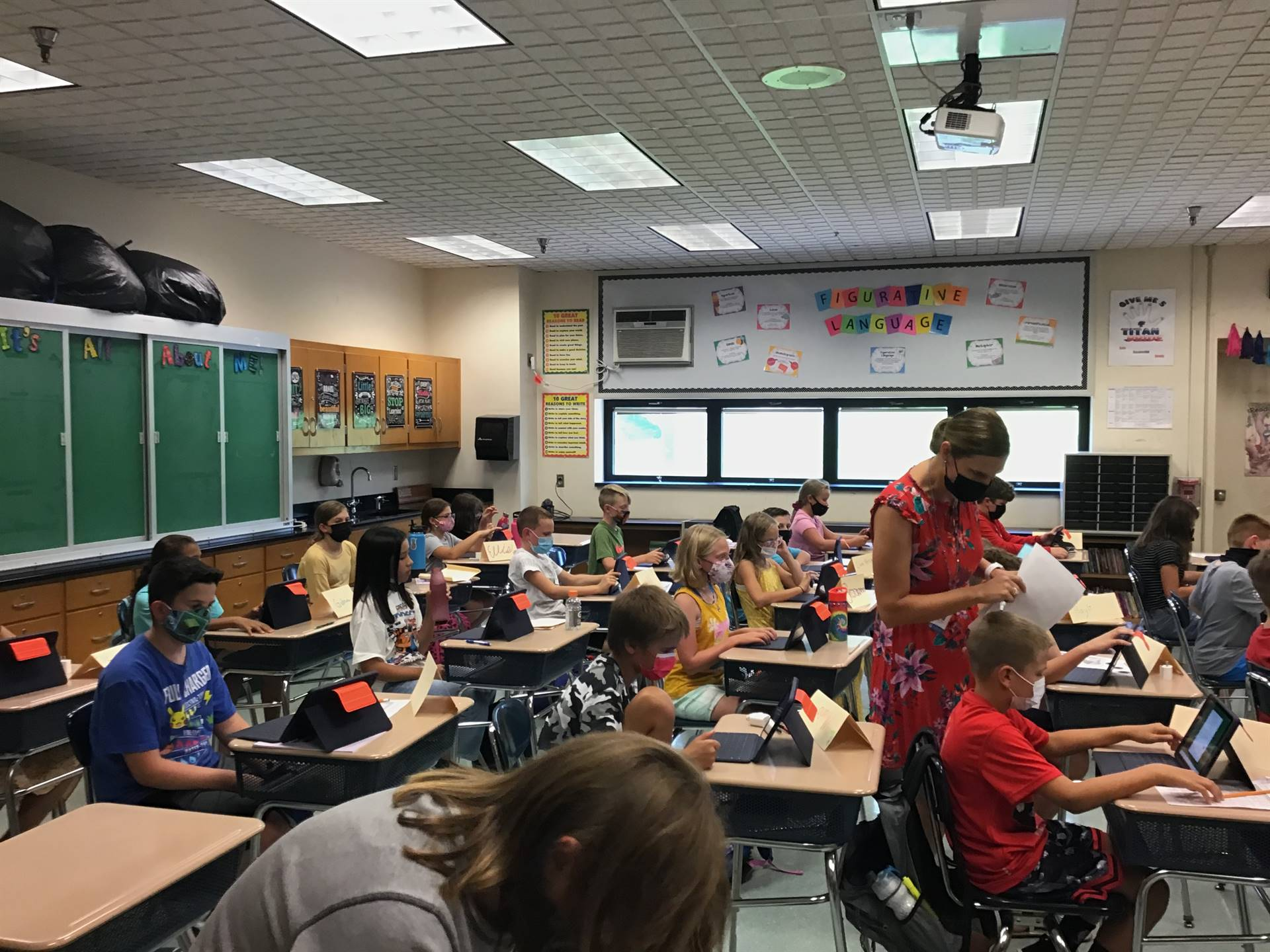 5th graders working on their ipads
